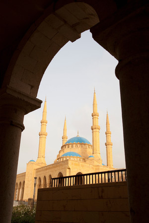Mohammad Al-Amin Mosque in Martyrs Square,seen from the arches of Saint George Orthodox Cathedral,Beirut,Lebanon LANG_EVOIMAGES