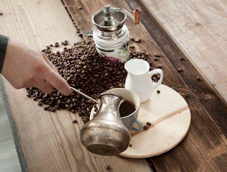 Cropped view of man pouring coffee from coffee pot LANG_EVOIMAGES
