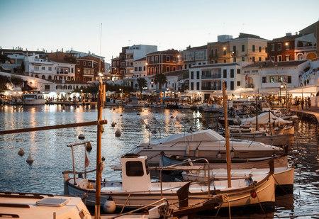 Łodzie w porcie, Es Castell, Menorca, Hiszpania