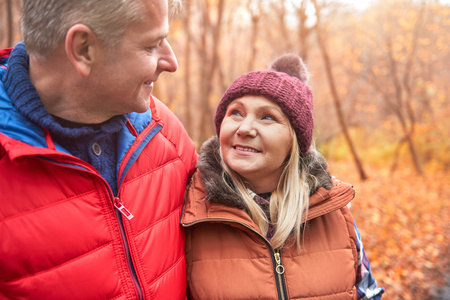 Mature couple walking outdoors, in autumn LANG_EVOIMAGES