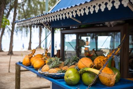 Targowy owocowy buda, Mont Choisy plaża, Mauritius LANG_EVOIMAGES