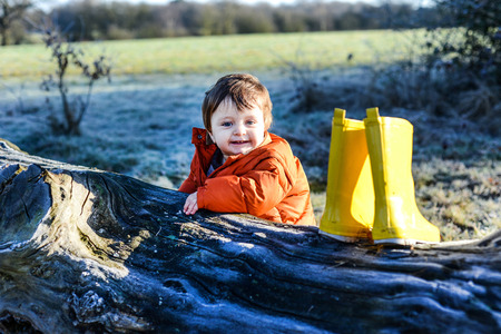 Portrait of baby boy,outdoors,in winter LANG_EVOIMAGES