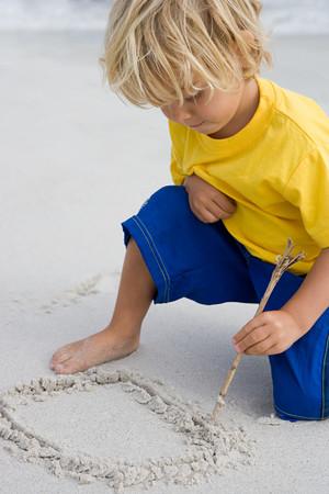 Chłopiec Rysunek W Piasku LANG_EVOIMAGES