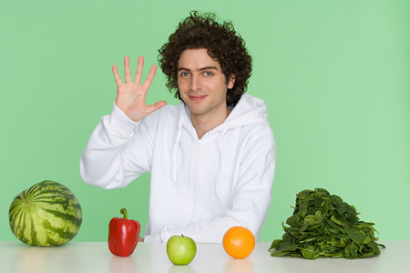 Young Man With Fruit And Vegetables LANG_EVOIMAGES