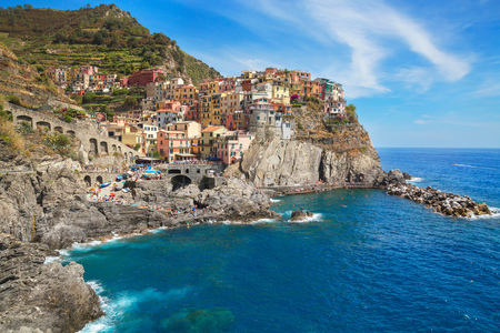Colourful buildings on cliff side, Manarola, Liguria, Italy, Europe LANG_EVOIMAGES