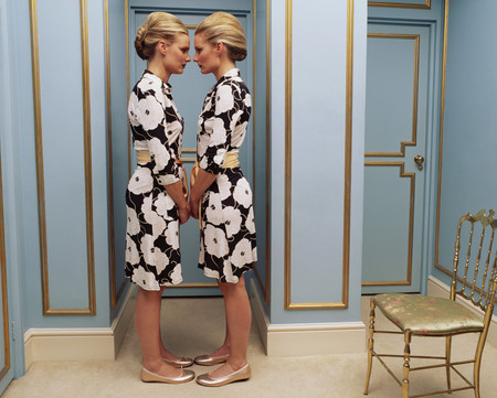 Two women wearing the same dress LANG_EVOIMAGES