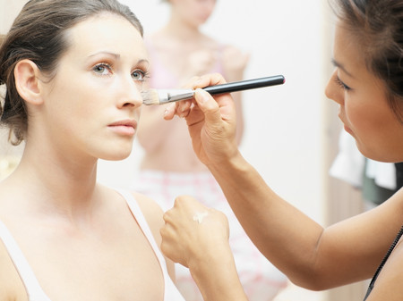 Model having make-up applied LANG_EVOIMAGES