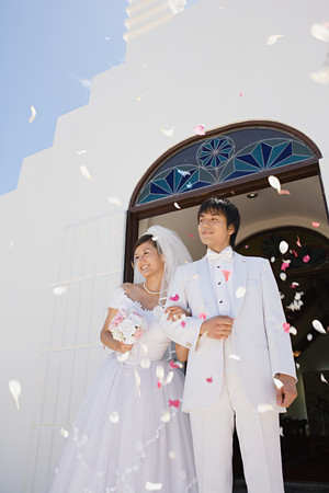 Confetti showering upon newlyweds LANG_EVOIMAGES