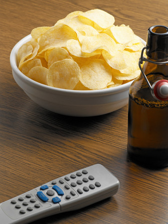 Crisps with beer and remote control LANG_EVOIMAGES