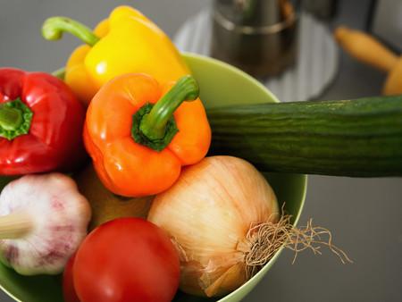 Bowl of vegetables LANG_EVOIMAGES