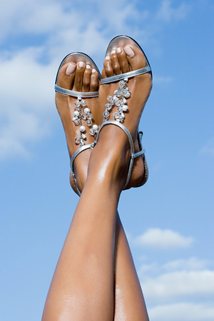 Woman wearing sandals LANG_EVOIMAGES