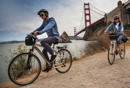 Tourists cycling,Golden Gate Bridge in background,San Francisco,USA LANG_EVOIMAGES