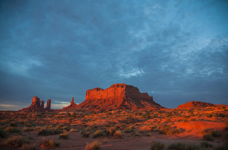 View of Monument Valley at sunrise,Utah,USA LANG_EVOIMAGES
