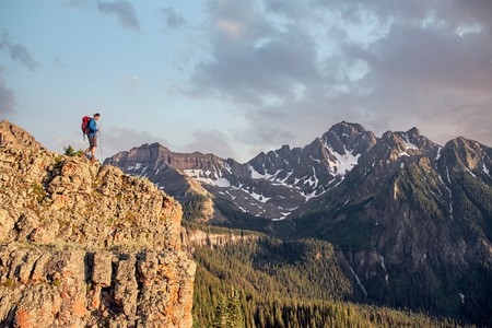 Man hiking,Mount Sneffels,Ouray,Colorado,USA LANG_EVOIMAGES