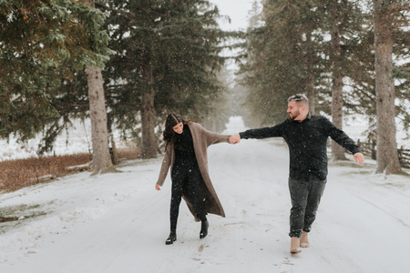 Couple walking in snowy landscape, Georgetown, Canada LANG_EVOIMAGES