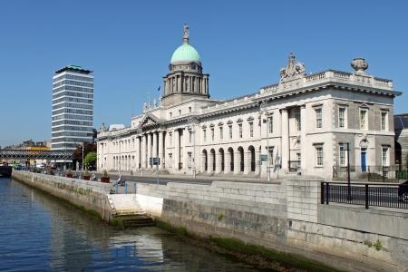 dublin ireland: Dublin citys iconic 18th century, Custom House and River Liffey. Stock Photo