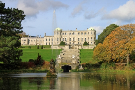 Powerscourt House is one of the most beautiful country estates in Ireland  Situated in the mountains of Wicklow  版權商用圖片 - 24454065