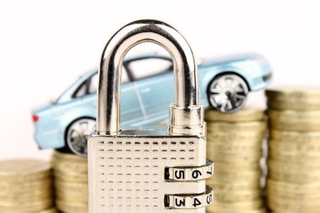 Una metafora generale per la sicurezza auto, assicurazioni e finanza Archivio Fotografico - 25639160