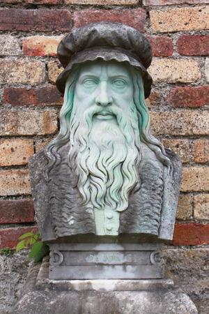 leonardo da vinci: A marble carving of the great inventor and painter, Leonardo Da Vinci