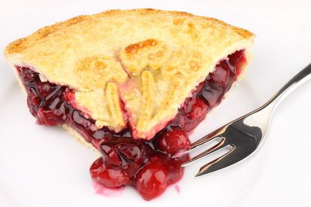 Une tranche de tarte aux cerises remplie de doux Banque d'images - 25753591