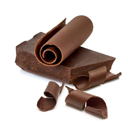 barra de bar: Bloque de chocolate con rizos en el fondo blanco