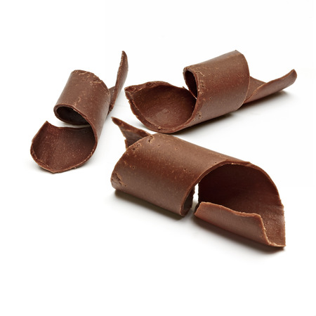 白い背景の上のチョコレート カール 写真素材
