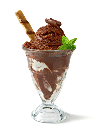 Chocolate ice cream in cup on white background Imagens - 33749299