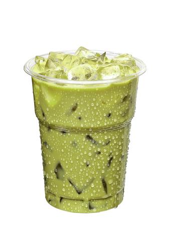 Iced groene thee latte in meeneem cup op een witte achtergrond Stockfoto