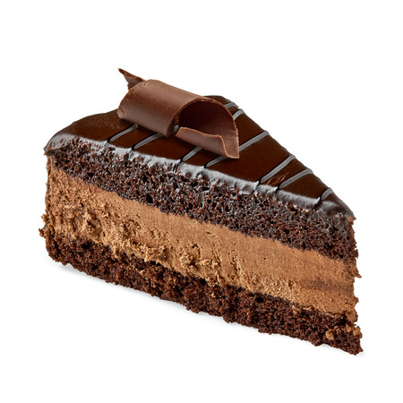 rebanada de pastel: rebanada de pastel del diablo con rizos de chocolate sobre fondo blanco
