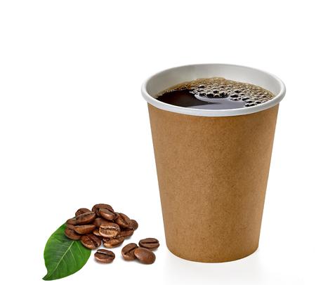 콩 및 잎 흰색 배경에 고립 된 빈 커피 컵을 멀리 가져가 라. 스톡 콘텐츠