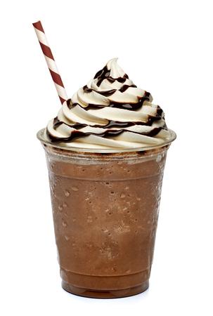 Kaffee in der zum Mitnehmen Cup mit Stroh isoliert auf weißem Hintergrund Standard-Bild