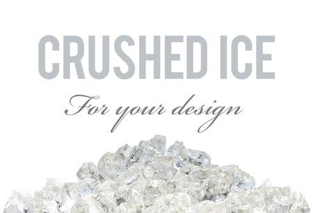 ice crushed: Gebroken ijsstapel op witte achtergrond met uitknippad