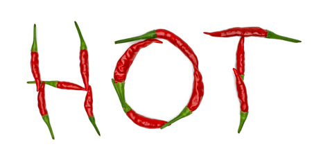 Hot Paprika mit roter Schrift auf weißem Hintergrund