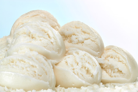 バニラのアイス クリーム スクープ