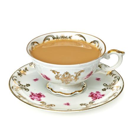 tè al latte in tazza