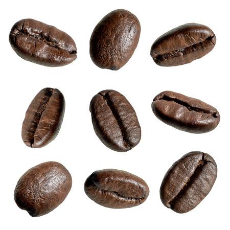 Sluiten van koffie bonen op witte achtergrond Stockfoto - 58018857