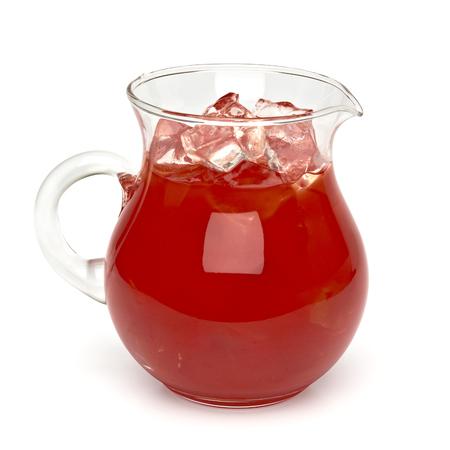 jarabe: Jugo de tomate con hielo en la jarra - recorte camino incluido