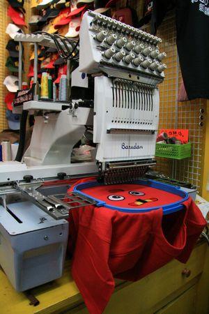 T-Shirt Embroidery Machines - Asakusa, Tokyo, Japon