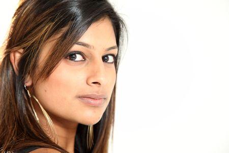 voluptuosa: Hermosa joven mujer ind�gena en estudio aislado Configuraci�n