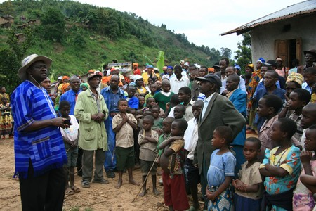 kisoro: DR CONGO - NOV 2ND : Refugees cross from DR Congo into Uganda at the border village of Busanza in Kisoro district on 2nd November 2008