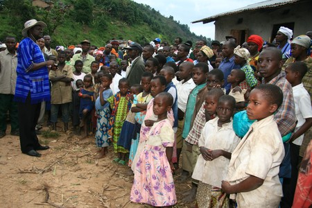 destitute: DR CONGO - NOV 2ND : Refugees cross from DR Congo into Uganda at the border village of Busanza in Kisoro district on 2nd November 2008