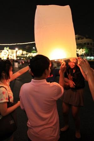 BANGKOK - DEC 5: Burning Lantern at the King's Birthday Celebration - Bangkok, Thailand 5th December 2010) Stock Photo - 8449637