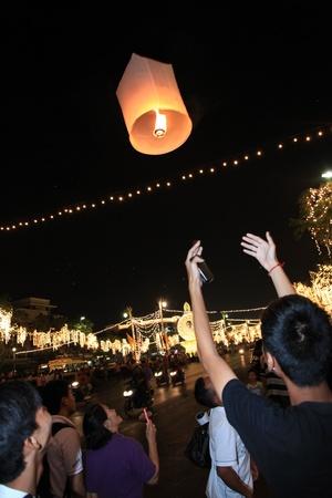 BANGKOK - DEC 5: Burning Lantern at the King's Birthday Celebration - Bangkok, Thailand 5th December 2010) Stock Photo - 8449651