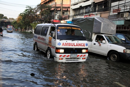 banglumpu: BANGKOK, THAILAND - NOVEMBER 17 : Ambulance rescue in floods after the heaviest rains in 20 years in Thailand on Nov 17, 2011 in Bangkok, Thailand