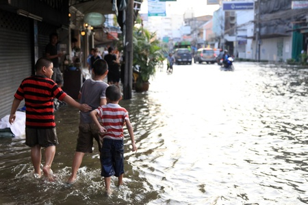 BANGKOK, THAILAND - NOVEMBER 17 : Flooding in Samsen Road after the heaviest rains in 20 years in Thailand on Nov 17, 2011 in Bangkok, Thailand Stock Photo - 11249810