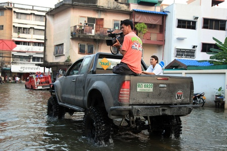 banglumpu: BANGKOK, THAILAND - NOVEMBER 17 : Reporter Films flooding after the heaviest rains in 20 years in Thailand on Nov 17, 2011 in Bangkok, Thailand