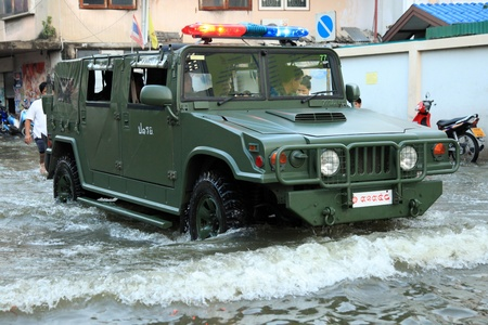 BANGKOK, THAILAND - NOVEMBER 17 : Army to the rescue after the heaviest rains in 20 years in Thailand on Nov 17, 2011 in Bangkok, Thailand Stock Photo - 11249867