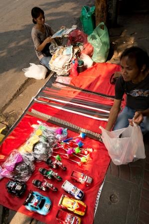 BANGKOK - FEBUARY 10 : Chinese New Year 2013 - Street Vendor in Chinatown, Bangkok, Thailand on 10th Febuary 2013