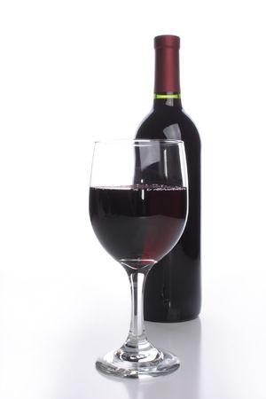 Botella con un vaso de vino tinto  Foto de archivo - 3369429