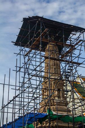 ワット Rachanada バンコクで修復中の美しい塔